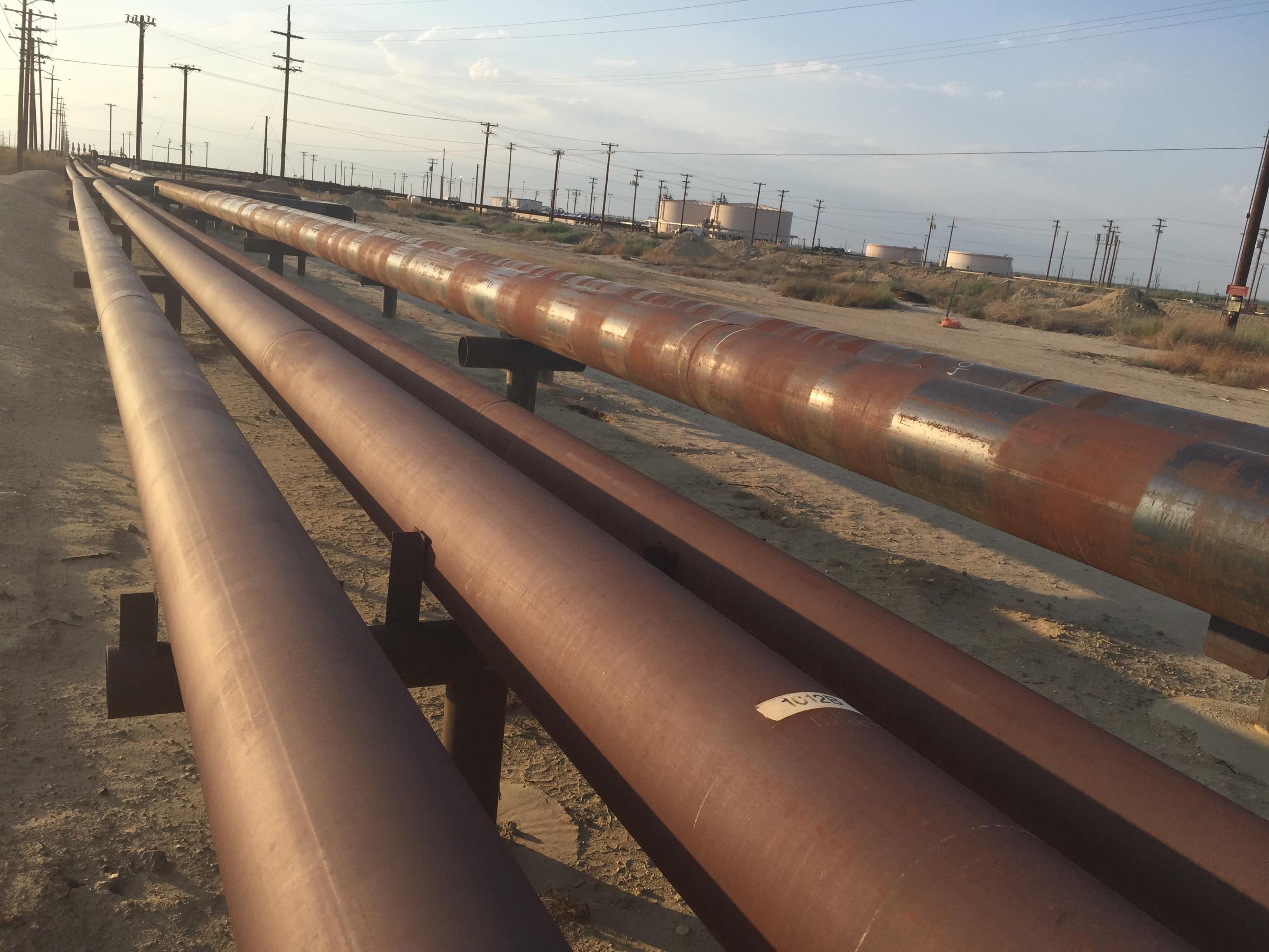 Pipelines, Belridge oil field. Credit Andrew Grinberg
