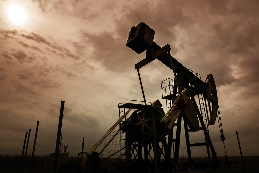 Oil and gas well silhouette photo: shutterstock, Calin Tatu