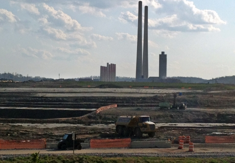 Coal Ash at TVA's Kingston Fossil Plant / photo: flickr.com/appvoices (CC BY 2.0)