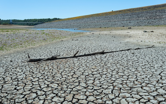 Source: California Department of Water Resources.  Dry conditions in the area of Lake Mendocino in M